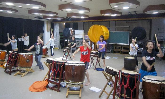 遅羽公民館での和太鼓の練習。本番までに、まだまだ手直ししなければならない。