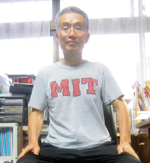 偶然、着ていたTシャツは十数年前MIT(マサチューセッツ工科大学)で購入したもの。何も関係ないが。