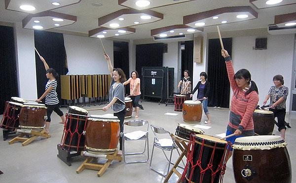 三室太鼓の大人の部の練習。いつもより時間をかけて新曲を練習した。