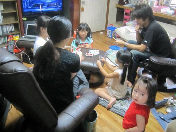 家内や次女、長男を含めて孫達の大好きな「ウノ」を楽しんだ。