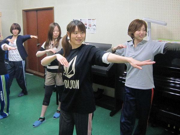 野向公民館のフラダンス教室に協力してくれた四人の太鼓のメンバー。