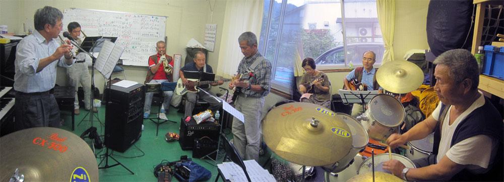 親父バンドの一日練習。よくも飽きずに一日続けたものだ。(私のスタジオで)。