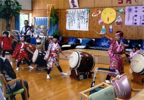 先日、子供達と慰問に出かけた介護施設『さくらんぼ』での和太鼓演奏。