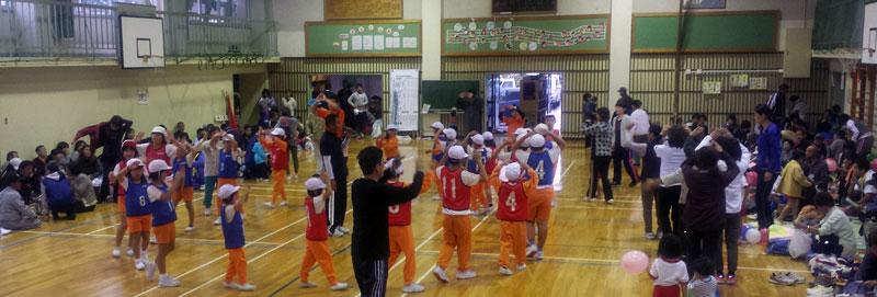 先日教えた子どもたちは『平泉寺町民運動会』でしっかりと踊ってくれたようだ。(平泉寺の公民館主事Kさんより送られた写真)