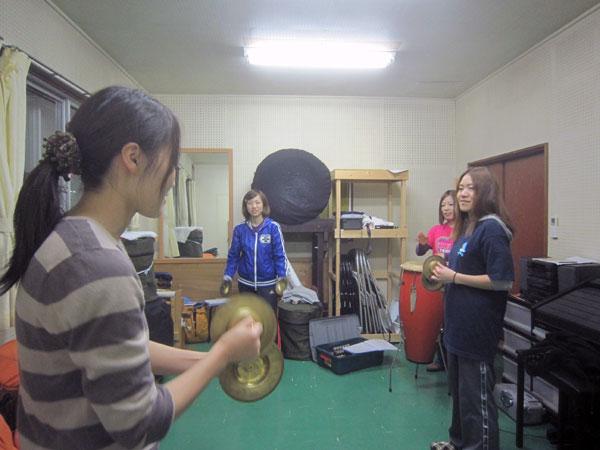 フラダンスの間に演ずるチャッパの演技練習。