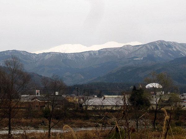 鹿谷の発坂駅付近から見た白山。