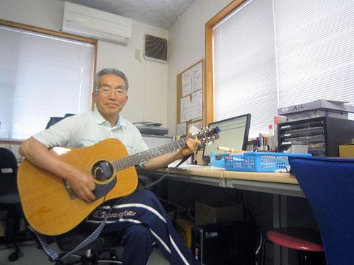 久々のギター練習。腕はかなり落ちたがそれでも楽しい。