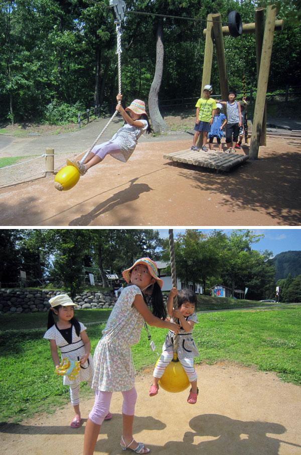 さすが子どもたち。暑さに負けず、公園の遊具をフルに使って遊んでいた。