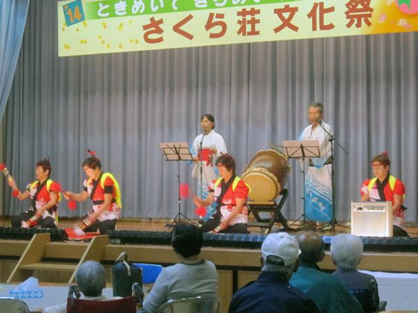 銭太鼓の演技に対して暖かい拍手をいただいた。ボランティアとして充実感を感ずる瞬間だ。