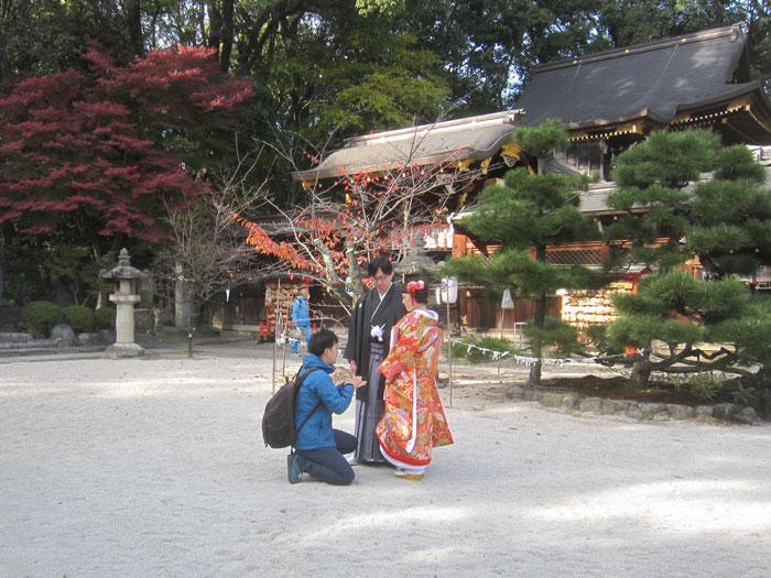 京都今宮神社で、結婚式の前撮り写真の撮影開始。