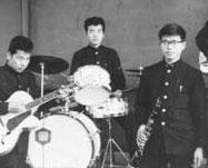 ちょうど50年前の学生時代。軽音学部の仲間と。