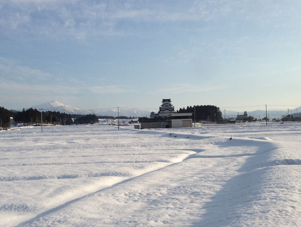 ウオーキングの途中で、荒島岳と勝山城博物館がよく見えた。