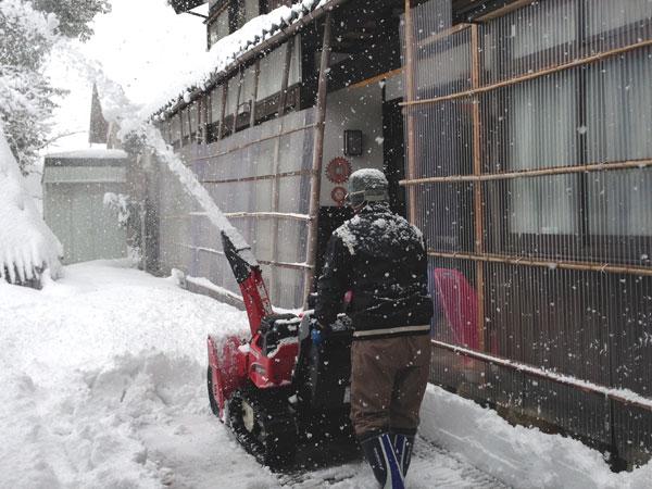 久々の除雪作業。機会を操作するのは楽しい。