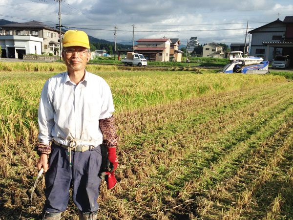 当番として、組合の稲刈りの助手を務めた。(2014.9.28)