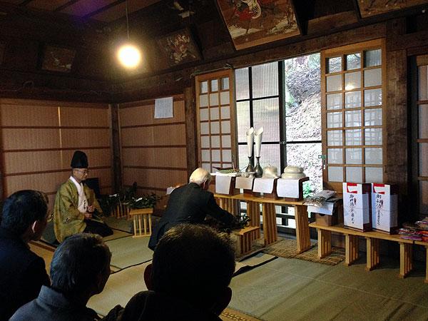 村の白山神社の春祭り。「今年もよい年でありますように」