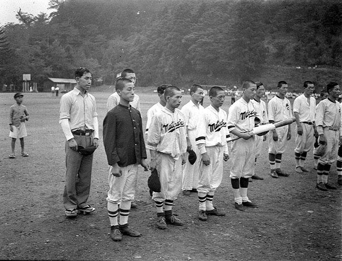 市内の繊維工場の野球チーム。市内には、多くの野球チームがあった。
