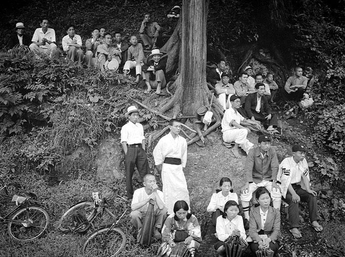 長山公園での野球観戦。市内では野球が盛んだった。