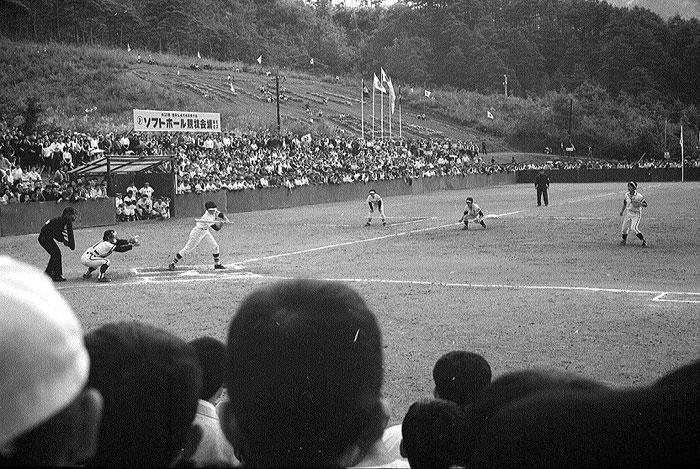 長山公園で行われた国体のソフトボール競技。