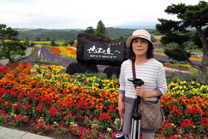 丘の頂上で記念写真。花々がとてもきれいだった。