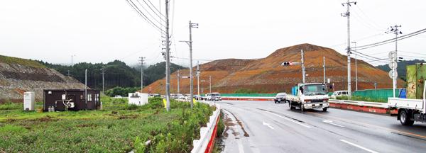 かつての市街地や農地にはこのような巨大な盛り土がいくつも見られる。