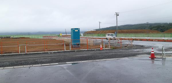 震災から5年余りが過ぎた今、ガレキが取り払われ、道路が整備されつつあるが、建物が建ち、まちが復興されるのはまだまだ先のようである。